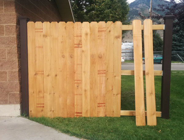 trex-posts-with-wood-rails