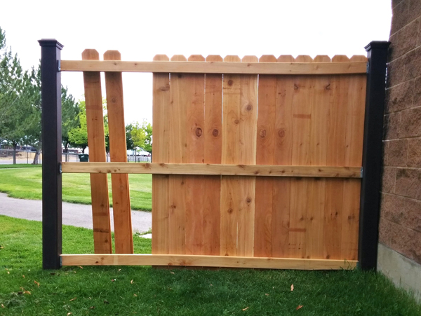 trex-posts-with-wood-rails-and-pickets-4-pre-fixed